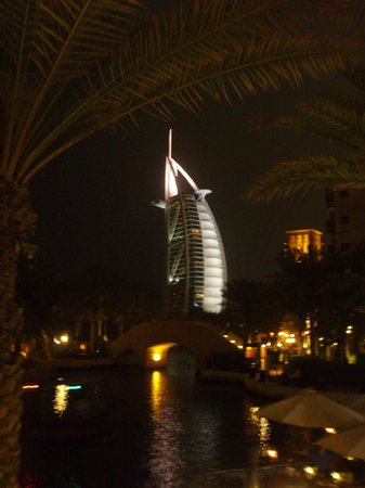 Holiday Inn Dubai - Al Barsha : Burj Al Arab at night