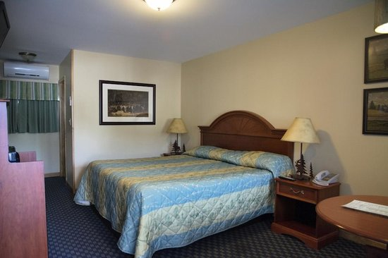 Top Notch Inn: Bedroom