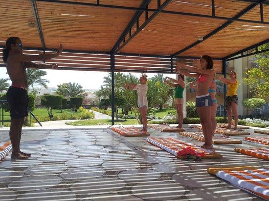 Desert Rose Resort: расслабляющая йога с Ramy ! )