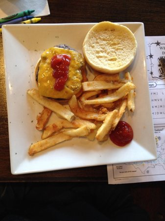 Liberty Brewery & Grill: Kid's Cheeseburger w/fries