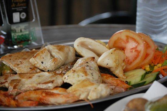 El Caletón: Fish platter