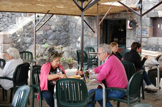 El Caletón: Outdoor seating