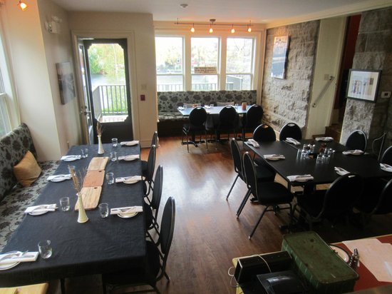 Almonte Riverside Inn: Small group set up