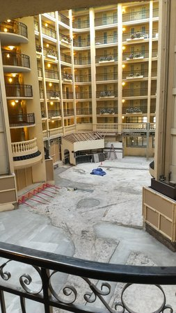 Embassy Suites by Hilton Baton Rouge: hot mess