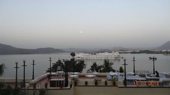 Shiv Niwas Palace : lake view