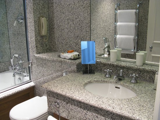 Knightsbridge Hotel: bathroom
