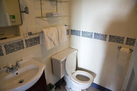 Inn at Long Trail: Bathroom