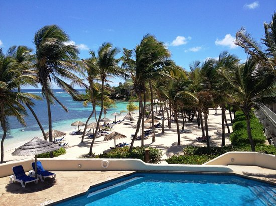 St. James's Club & Villas: View from Coco's Restaurant on Atlantic side