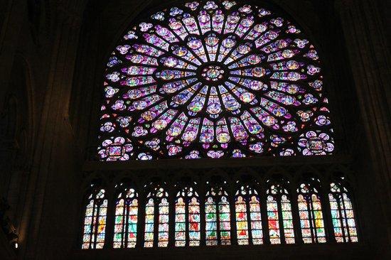 Tours de la Cathedrale Notre-Dame : Витраж