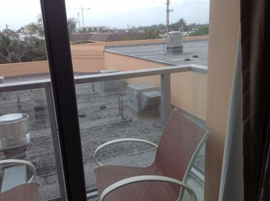Hollywood Beach Marriott: rm 312 balcony...hope you like the smell of rooftop vents.