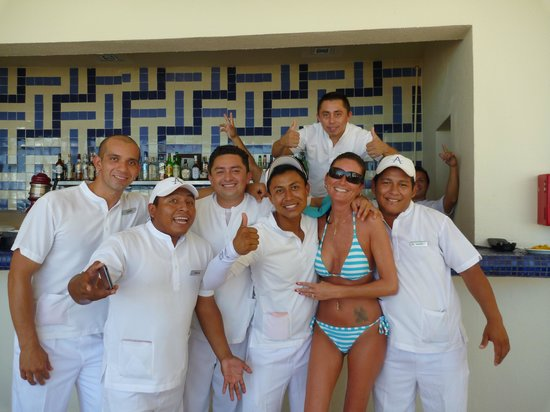 Live Aqua Beach Resort Cancun: Staff de la piscine xxx