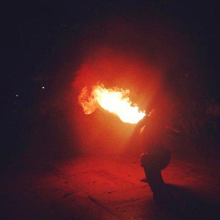 Marina Lodge at Port Ghalib : Fakir &fire