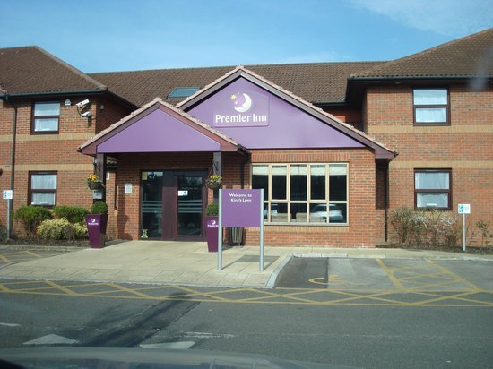 Premier Inn Kings Lynn : Main building and check-in