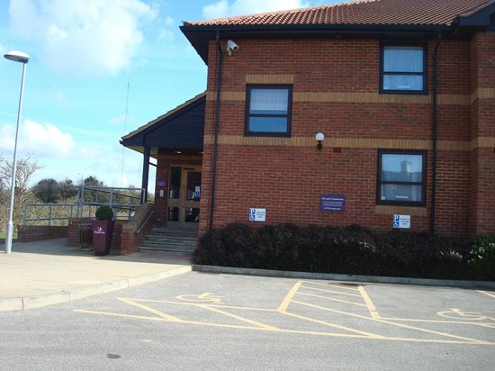 Premier Inn Kings Lynn : Entrance to one of the other buildings