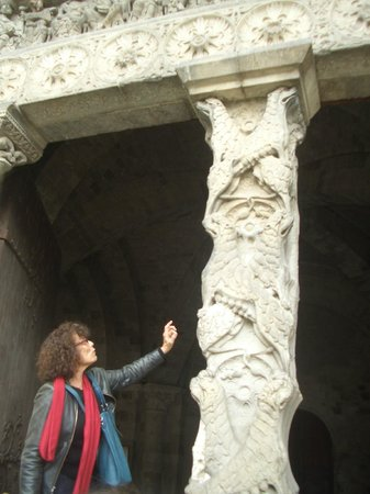 Toulouse Guided Walks: Elyse explaining the trumeau (pillar supporting the tympanum) at Abbey Moissac