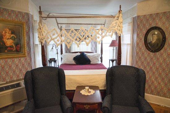 Cornell Inn Lenox : Bed