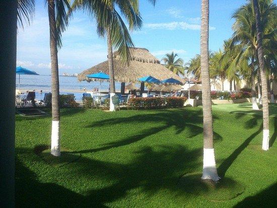 Posada Real Ixtapa : Vista desde la salida hacia la piscina y playa