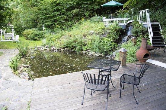 Cornell Inn Lenox: Outside