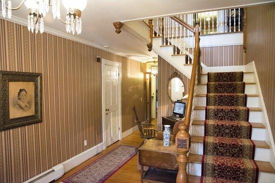 Cornell Inn Lenox: Hallway