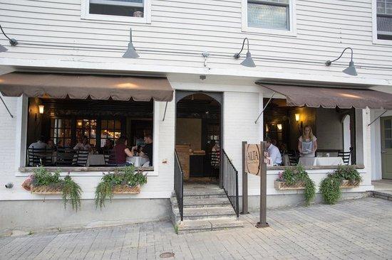 Alta Restaurant & Wine Bar: Outside