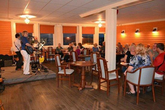 Anchor Inn Hotel: Kitchen Party @ Captain's Pub