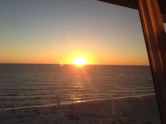 Grand Plaza Beachfront Resort Hotel & Conference Center: Sunset view from Spinners