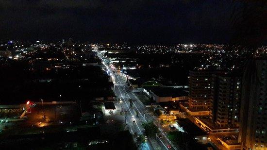 Manaus Hoteis - Millennium: А вот так - вечером