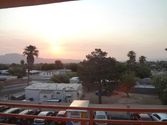 Arizona Charlie's RV Park : ホテルから見た朝焼け