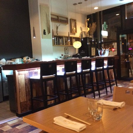 Arume Restaurant: Bar area, where chef prepares sushi