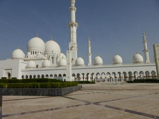 Mosquée Cheikh Zayed : View of the mosque from a distance