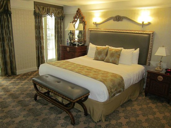 West Baden Springs Hotel: Typical bed