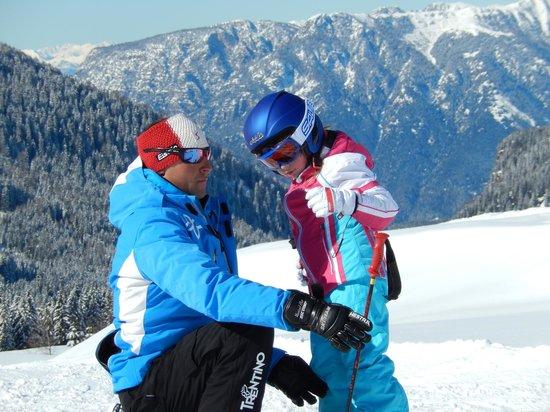 Albergo Vezzana: Con il maestro di sci dell'albergo