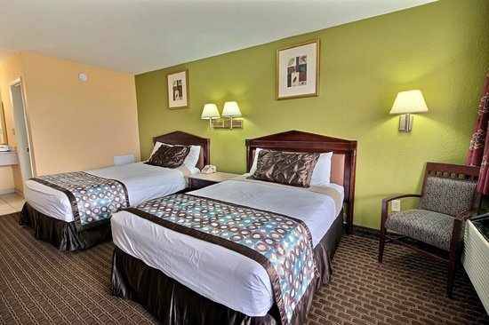 Econo Lodge Near Norfolk State University: Two Bed Room