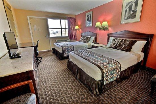 Econo Lodge Near Norfolk State University: Two Ben Room