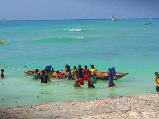 DoubleTree by Hilton Resort Zanzibar - Nungwi: vu du transat de la plage