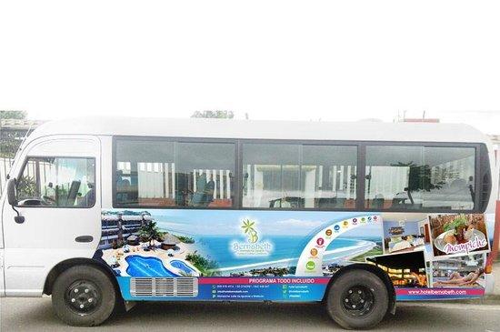 Hotel Bernabeth : Autobus para traslados de los clientes