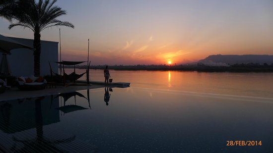Hilton Luxor Resort & Spa : Infinity pool by the Nile