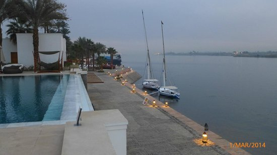 Hilton Luxor Resort & Spa : View of Nile from infinity pool