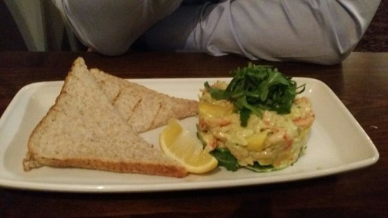 The White Hart Hotel: Prawn, crayfish and mango stack. Looks better than it tasted