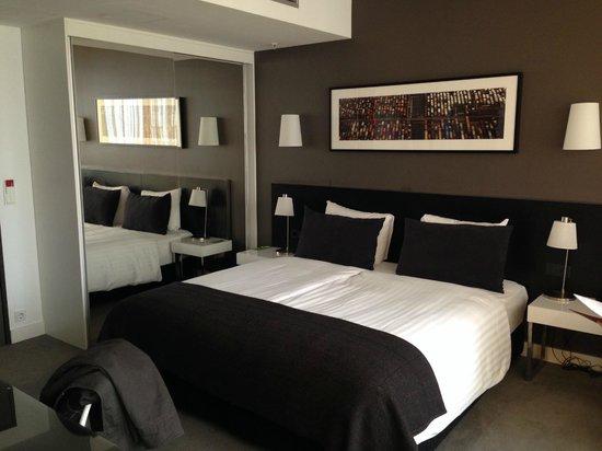 Adina Apartment Hotel Berlin Hackescher Markt: Bed