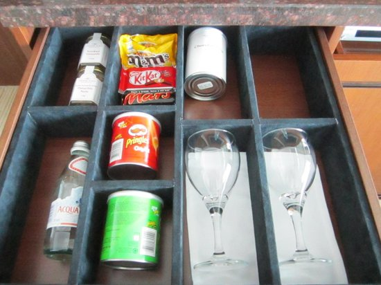 Crowne Plaza Dubai Festival City: mini bar