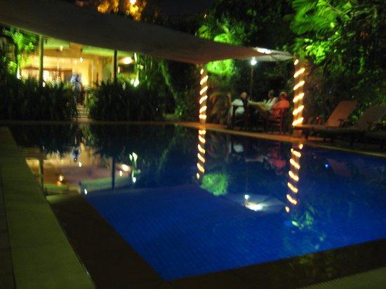 The Villa Paradiso: Swimming pool at night