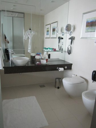Crowne Plaza Dubai Festival City: bathroom