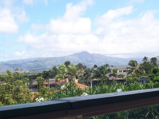 Poipu Plantation Resort: Look one way, you see mountains