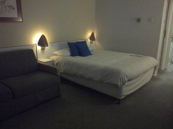 Novotel Stevenage: Good sized bed