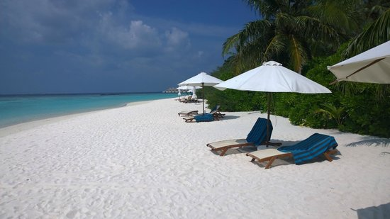 Velassaru Maldives : Quiet beach area