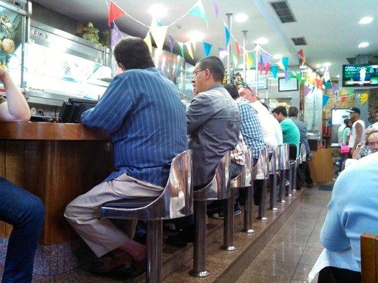 Restaurante Madureira Prado: Locals at the bar