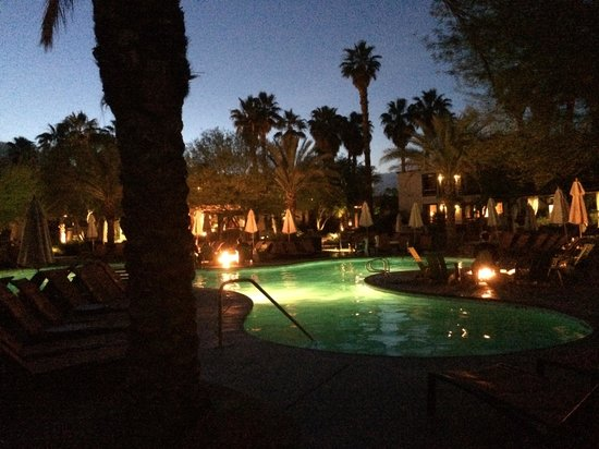 The Riviera Palm Springs, A Tribute Portfolio Resort: Dusk by the pool