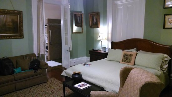 Ashton's Bed and Breakfast : Room-Mardi Gras #3