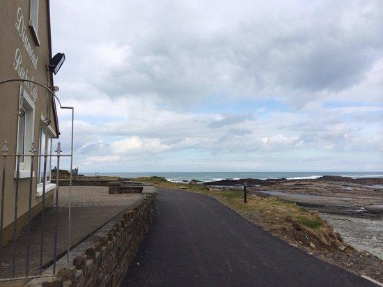 The Diamond Rocks Cafe: The path along beach up to cafe on left